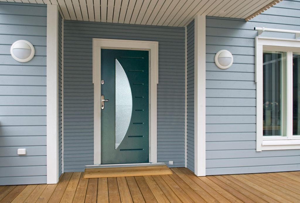 двери со вставками из стекла