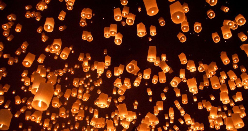 небо в китайских фонариках